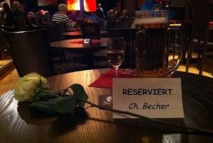 Einfühlsame Geste von Meigl Hoffmann im Leipziger Central Kabarett am 25. Januar 2013