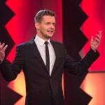 Durch's Programm führt an beiden Wettbewerbsabenden Florian Schroeder