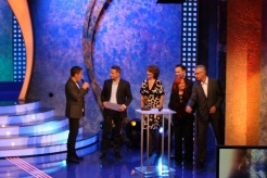 Dieter Nuhr stellt die Jury 2014 vor: Nikolaus Blome (Hauptstadtbüro Spiegel), Dagmar Reim (Intendantin des rbb), Brigitte Grothum (Schauspielerin), Sebastian Fitzek (Buchautor) und Carsten Martens (König Brauerei)