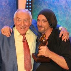 Dieter Hallervorden und Torsten Sträter mit Jurymaus