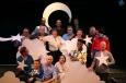 h.R.-v.l.n.r.: Friedrich Eggert, Bernd Mottl, Johannes Roloff, m.R.-v.l.n.r.: Gustav Peter Wöhler, Thomas Pigor, Andreja Schneider, Benedikt Eichhorn, Annamateur, Gert Thumser, Cora Frost, v.R.-v.l.n.r.: Max Gertsch, Christoph Marti, Tobias Bonn, Sharon Brauner, Fausto Israel & Ades Zabel